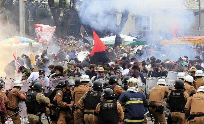 [CAB] Toda solidariedade à luta das funcionárias e funcionários públicos do Paraná!