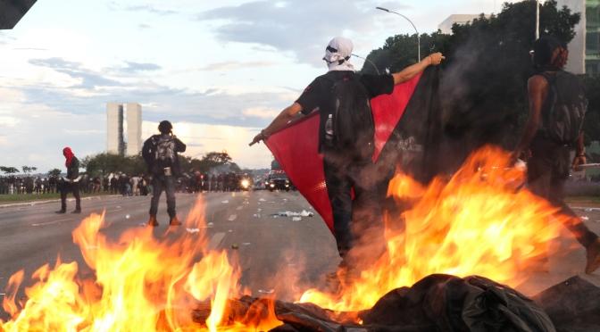 [CQM] Criminalizar a combatividade: isso sim é fazer o jogo da direita