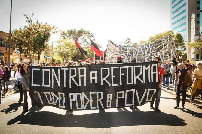 Barricada e Greve Geral contra a reforma trabalhista e previdenciária! Ação Direta no Paraná em 28 de abril de 2017.