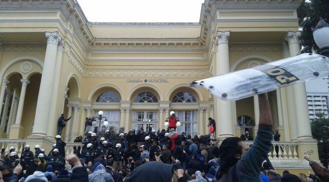 Todo apoio à luta das trabalhadoras e trabalhadores municipais de Curitiba!